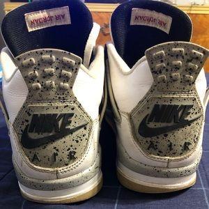 "Nike Air Jordan Retro 4 ""White Cement"" needs laces"
